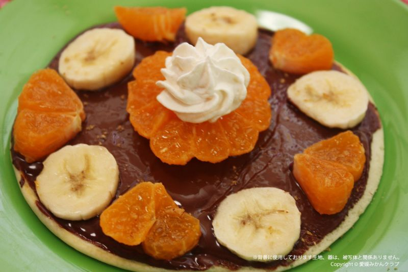 みかんとバナナでホットケーキのチョコレートがけ